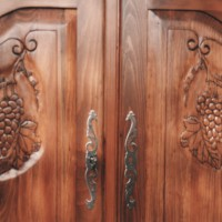 bookcase_carving_details_cabinet[1]